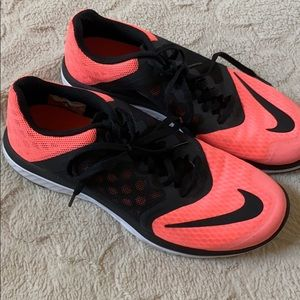 Nike Shoes - Nike Women's Fit-Sole Athletic Shoes